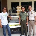 Rescuers go undercover to bust Indonesian songbird smuggling route